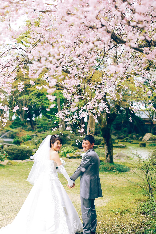 ef94ffc10766f 「式当日は、スケジュールがきっちり決まっていて新郎新婦は大忙しですよね。その日は結婚式という一日をとことん楽しんだ方が良いと思うので、別の日に好きな場所で  ...